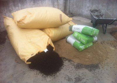 Materiales naturales: cal, corcho granulado, arena