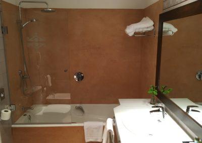 Vista principal baño habitación de El Parador Nacional de Chinchón