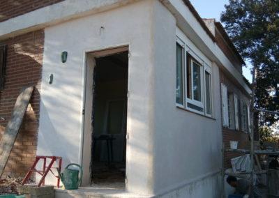 Rehabilitación porche, muro de cannabric y revestimiento de cal